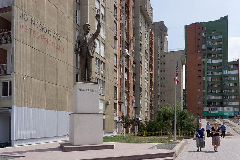 800px-Bill_Clinton_statue,_Priština